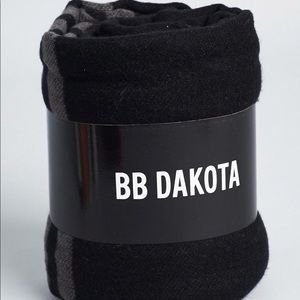 BB Dakota Poncho FabFitFun in black NEW reversible